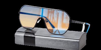 משקפי שמש מבית המותג Guess, מסגרת בצבע שחור סופית כחולה ממתכת, ועדשה איכותית בצבע כחול מראה.